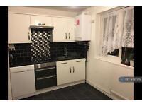 3 bedroom flat in Barking Road, London, E6 (3 bed)