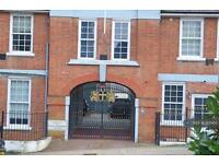 2 bedroom flat in Denmark Road, Cowes, PO31 (2 bed)