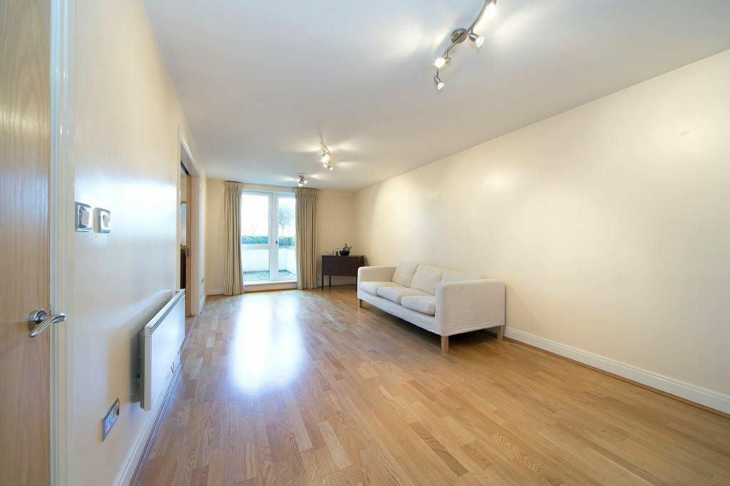 Ground Floor 2 Bedroom 2 Bathroom Riverside Apartment in Oyster Wharf Battersea