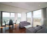 AMAZING 33RD FLOOR 2 BEDROOM APARTMENT STUNNING RIVER VIEWS LANDMARK TOWER CANARY WHARF E14 BALCONY
