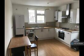 2 bedroom flat in Crown Buildings, Chingford, E4 (2 bed)