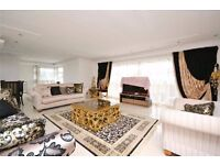 **Three double bedroom split level penthouse apartment with lift access and roof terrace**