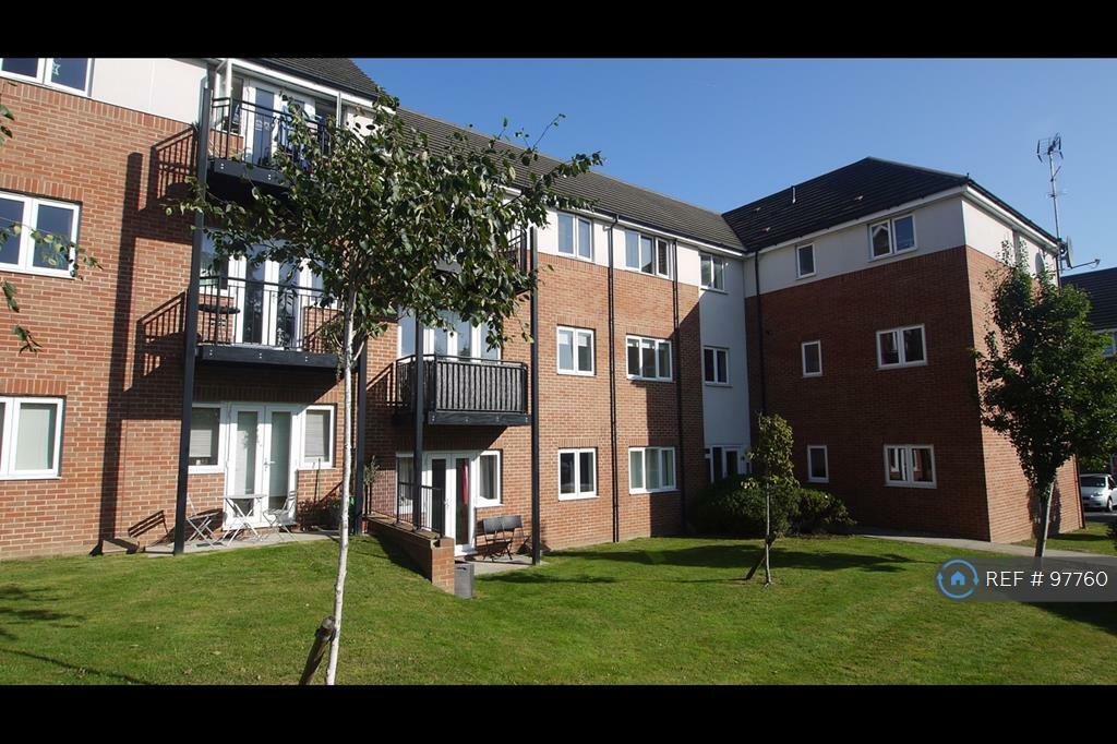 2 bedroom flat in Thomas Drive, Gidea Park, RM2 (2 bed)