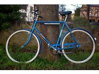 "Raleigh Vintage Bike, Excellent condition, stylish, 23 "" Frame, 3 Speeds, Mudguards Pump"