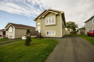 45 Chatwood Cres - Three Bedroom Main Floor with Den