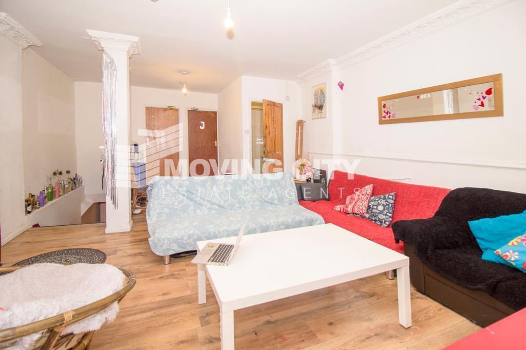 5 bedroom flat in Hanbury Street, Brick Lane
