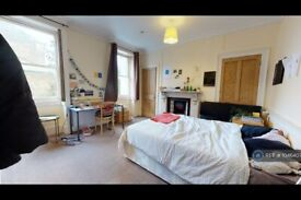 3 bedroom flat in Trafalgar Avenue, London, SE15 (3 bed) (#1046407)