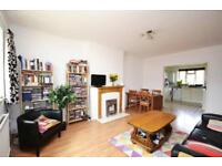 3 bedroom flat in Elmshurst Crescent, East Finchley, N2