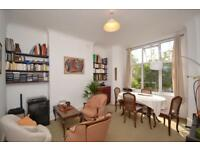 2 bedroom flat in Barratt Avenue, Alexandra Park, N22
