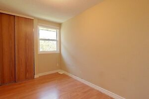 Ideal student rental! Great for groups of 3 and 4! Kitchener / Waterloo Kitchener Area image 8
