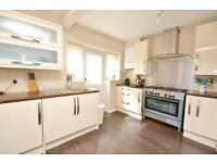 3 bedroom house in Granville Road, London, N12