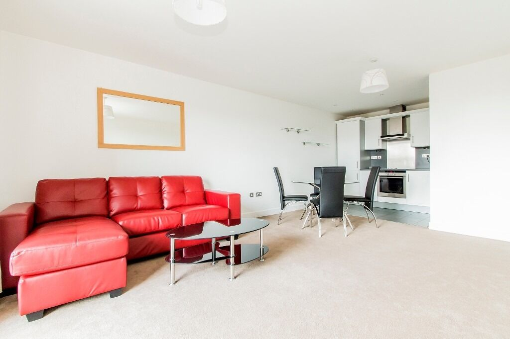 ***ONE BEDROOM apartment in WAPPING***Modern with private BALCONY***