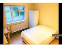 1 bedroom in Leeside Crescent, London, NW11