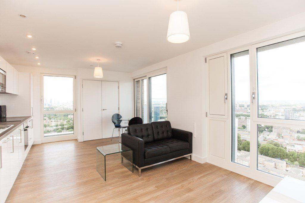@ Stunning one bedroom 24th floor appartment = Next to Station - Bow, E3/Stratford!!