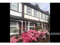 2 bedroom house in Percival Road, Enfield, EN1 (2 bed)