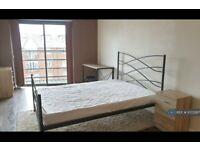 2 bedroom flat in Jubilee Square, Reading, RG1 (2 bed) (#1073287)