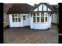 3 bedroom house in Parkfield Avenue, Feltham, TW13 (3 bed)