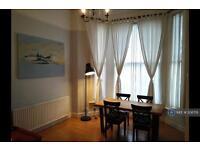 1 bedroom flat in Perham Road, London, W14 (1 bed)