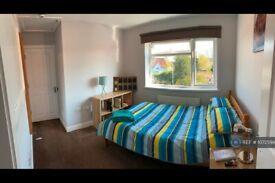 1 bedroom in York Road, Byfleet, KT14 (#1072594)