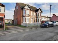 1 bedroom flat in Hazelbury Crescent, Bury Park