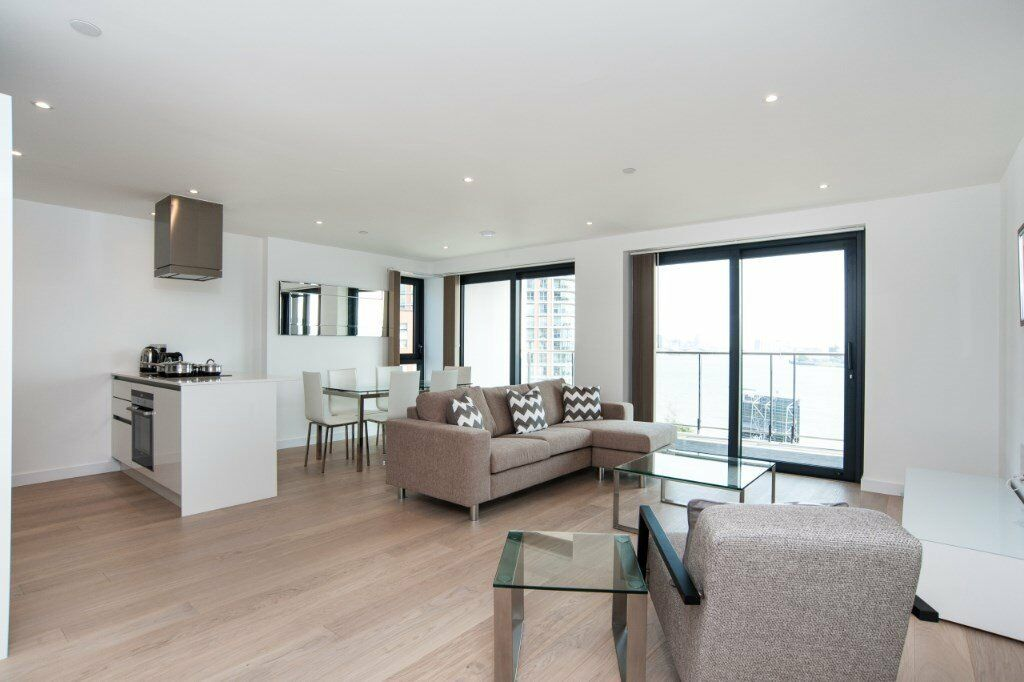 LUXURY 3 BED 2 BATH DESIGNER FURNISHED APARTMENT IN HORIZONS TOWER E14 CANARY WHARF 1038sq ft!