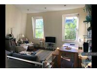 2 bedroom flat in Ladbroke Gardens, London, W11 (2 bed) (#1125485)