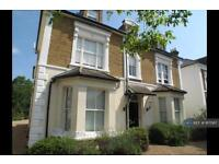 1 bedroom flat in Arnison Road, East Molesey, KT8 (1 bed)
