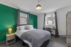 1 bedroom in Beaumont Road, Plymouth, PL4 (#1090068)