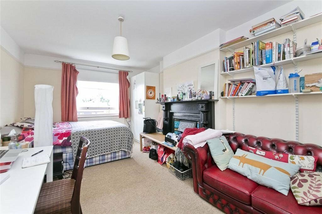 SPACIOUS 4 BEDROOM SPLIT LEVEL APARTMENT CLOSE TO CALEDONIAN ROAD UNDERGROUND & BUSES ON CAMDEN RD