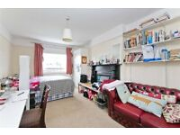 SPACIOUS 3/4 BEDROOM SPLIT LEVEL APARTMENT CLOSE TO CALEDONIAN ROAD UNDERGROUND & BUSES ON CAMDEN RD