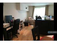 1 bedroom flat in Cavalier House, Ealing, London, W5 (1 bed)