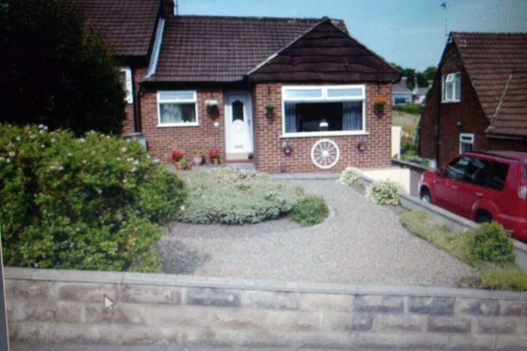BEAUTIFUL 3 X BEDROOM EXECUTIVE CHALET STYLE SEMI-DETACHED BUNGALOW