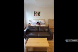 Studio flat in Wood Lane, London, W12 (#10015)