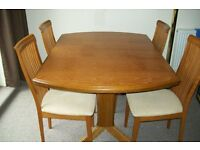 6 Seat Extending Dining Table With 6 x Matching Chairs