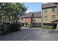 1 bedroom flat in Pursewardens Close, London, W13 (1 bed)
