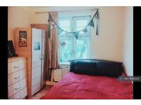 2 bedroom flat in Sutton Street, Shadwell, E1 (2 bed)