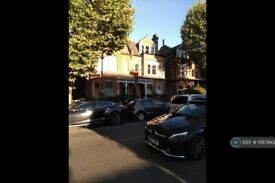 2 bedroom flat in Tetherdown, London, N10 (2 bed) (#1087943)