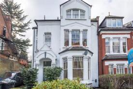 3 bedroom flat in Crouch Hill, Crouch End, London, N8