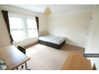 5 bedroom house in St. Peters Road, Reading, RG6 (5 bed) (#1048413)
