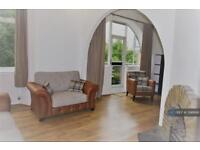 2 bedroom flat in Lawn Lane, Vauxhall, SW8 (2 bed)
