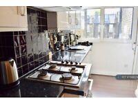 1 bedroom flat in Hogarth Road, London, SW5 (1 bed) (#1068374)