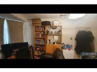 1 bedroom in Nant Road, London, NW2 (#1162175)