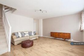 3 bedroom flat in Kingfisher House, London, SE15 (3 bed)
