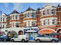 3 bedroom flat in Fortis Green Road, London, N10 (3 bed) (#1074578)