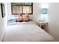 Bright Double bedroom in lovely close
