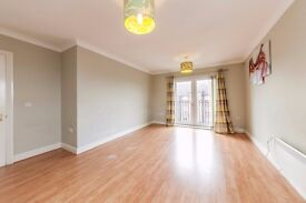 **OLD SCHOOL PLACE** Unfurnished 2 double bedroom flat at £1200