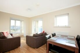 ***TOP FLOOR 2 BED W/ OFF ROAD PARKING*** £325P/W!