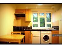 Studio flat in Mead Court, Kingsbury, NW9