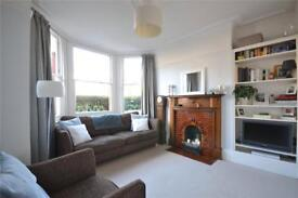 2 bedroom flat in North View Road, Crouch End, N8