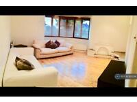 3 bedroom flat in Alexandra Ave, Harrow, HA2 (3 bed)